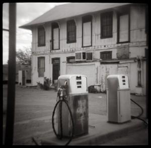 Gasolinera abandonada. Fotografía de moominsean.