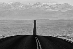 Carretera en el valle de la Muerte, California. Fotografía de Chemophilic.