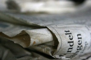 Hojas de un periódico viejo.