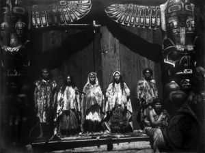 Boda kwakiutl, 1914. Fotografía de Edward S. Curtis, Edward S. Curtis Collection Library of Congress, Washington, D.C.