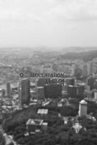 Vista de Seúl desde el mirador de la N Seoul Tower, en el parque de Namsan. Fotografía de Yeonsang.