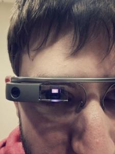 Rostro con las gafas de Google.